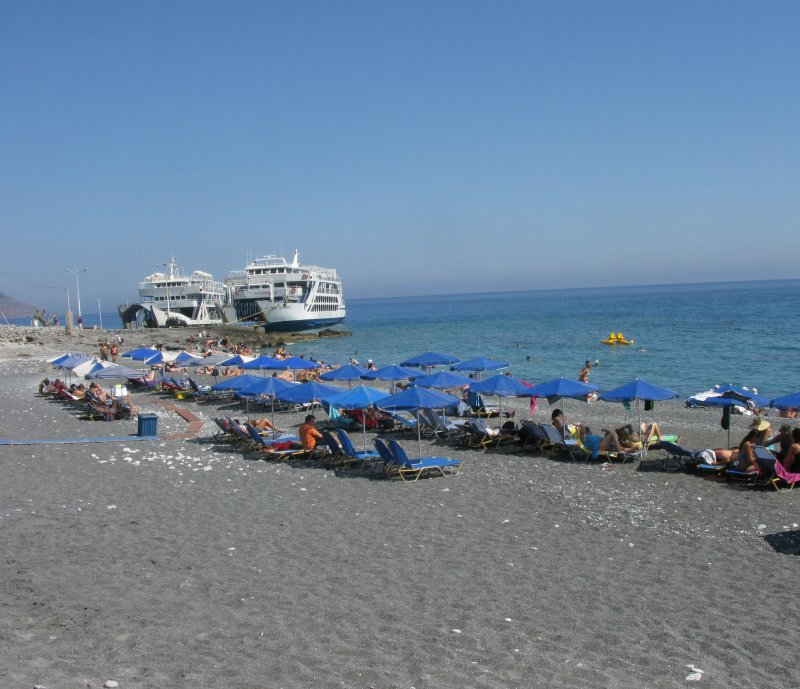 Boats to either Palaiochora or Sfakia wait at the beach. - Boats to either Palaiochora or Sfakia wait at the beach.