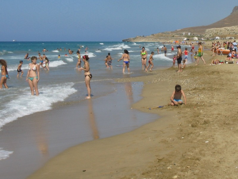 Amnissos beach is very popular. - Amnissos beach is very popular.
