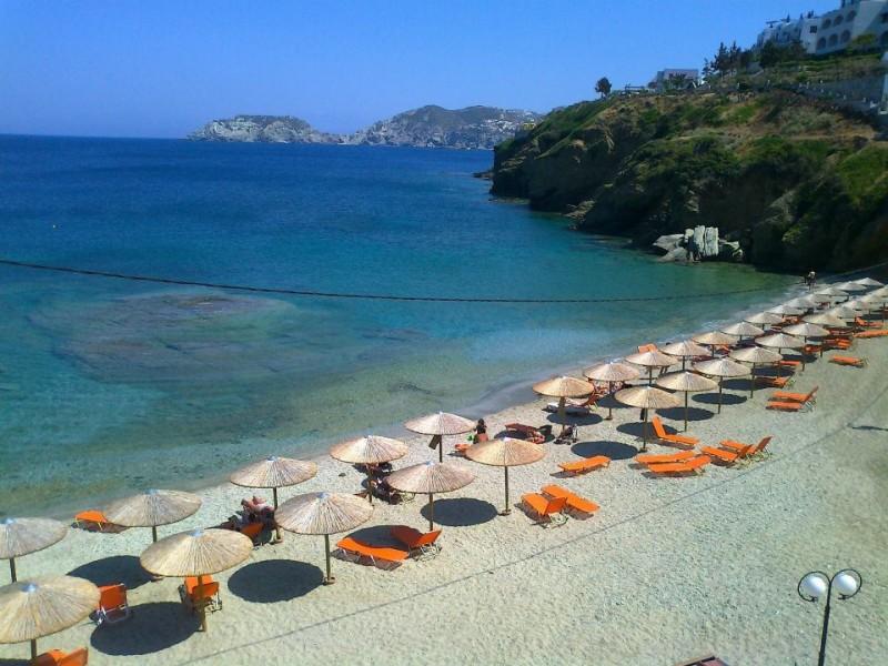 Mononaftis small and friendly beach. - Mononaftis small and friendly beach.