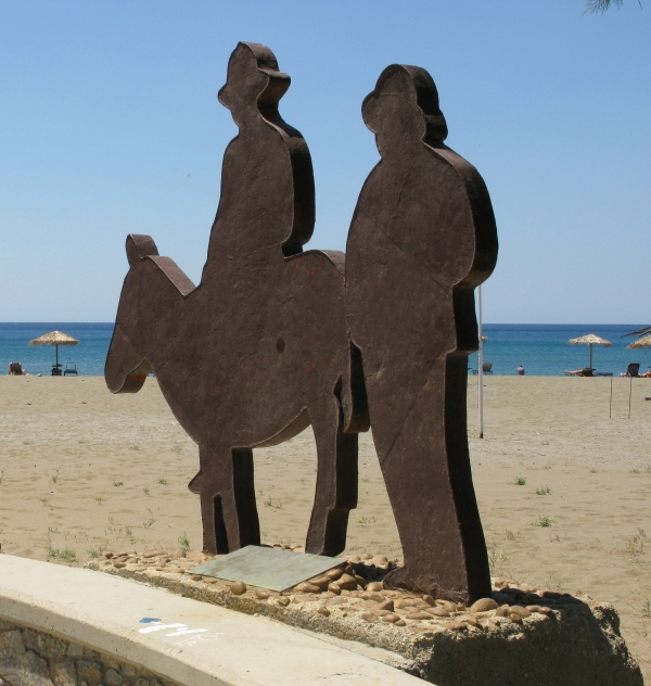 A sculpture devoted to friendship between travellers and locals. - A sculpture devoted to friendship between travellers and locals.