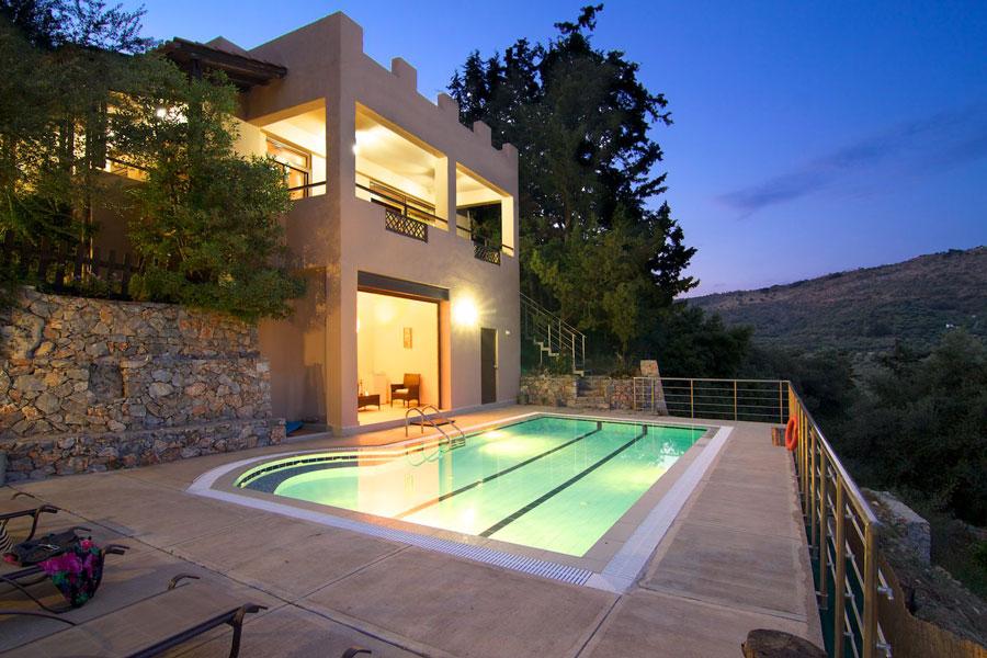 40 m² private swimming pool