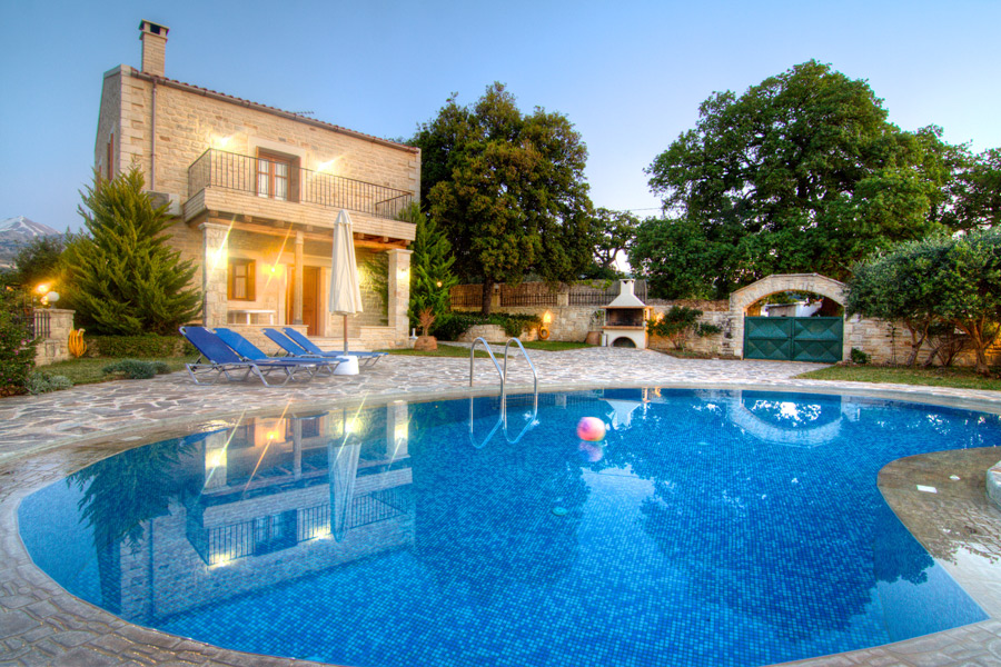 32 m² private swimming pool