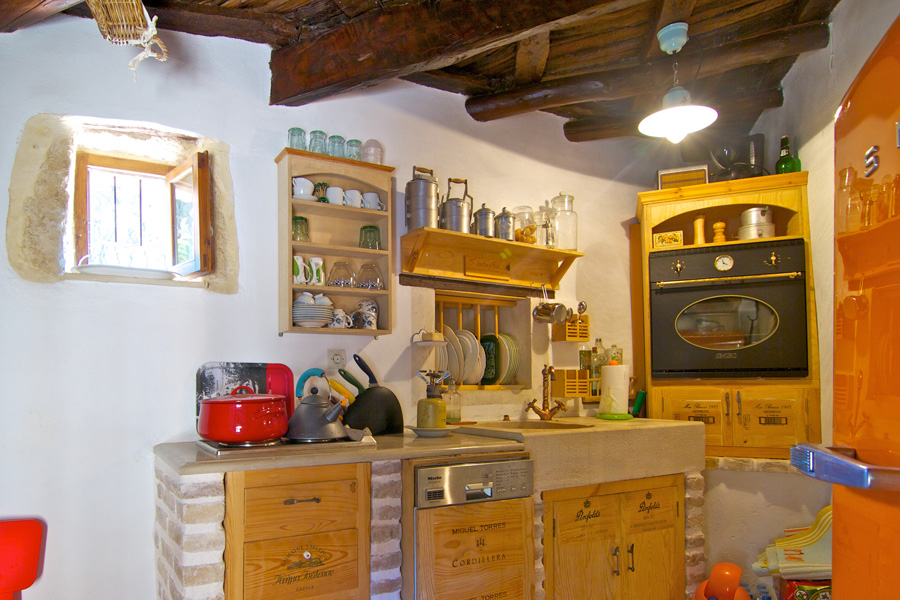 Fully equipped antique style kitchen
