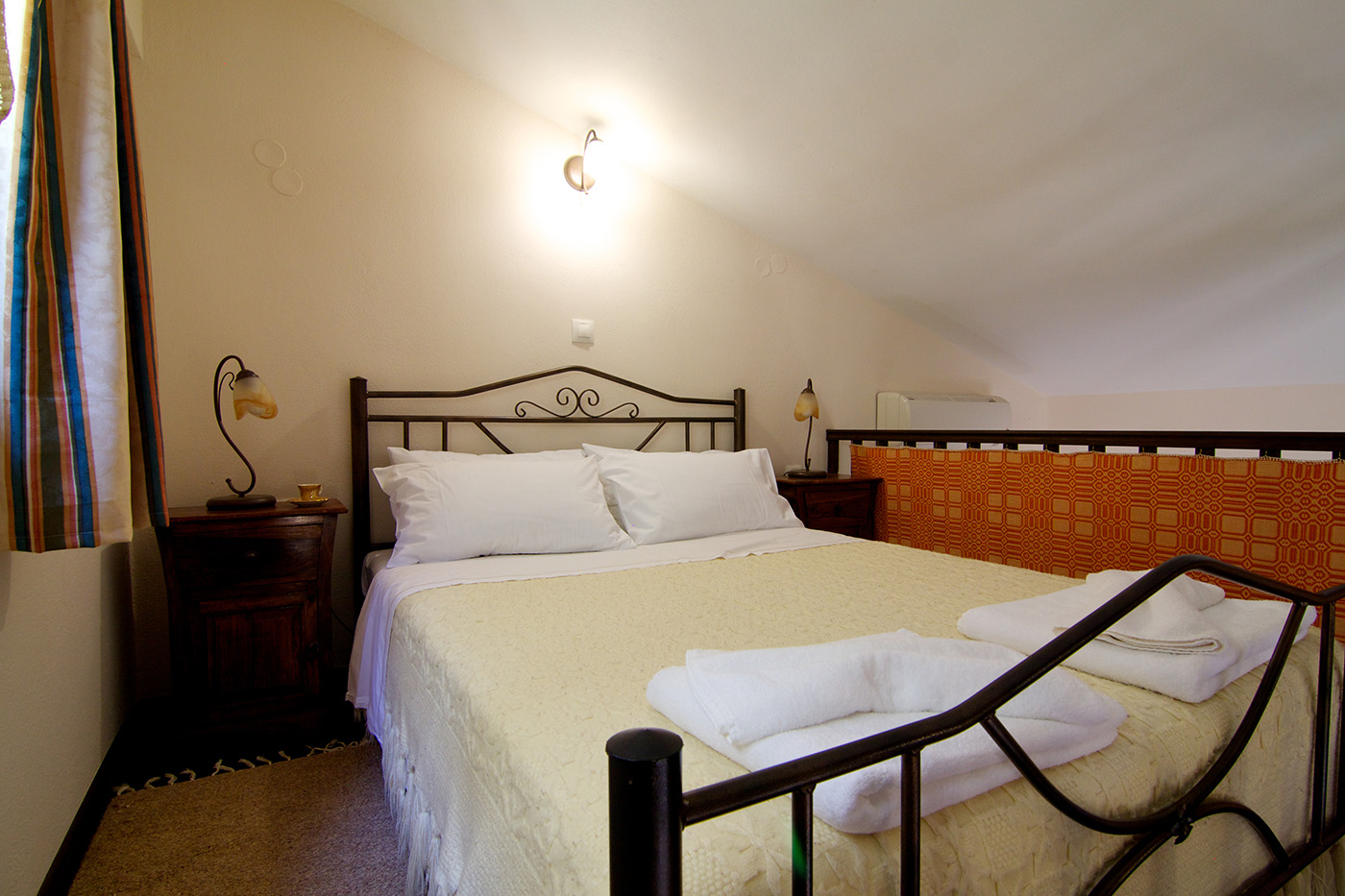 Rooms - Double bed in the attic of main bedroom