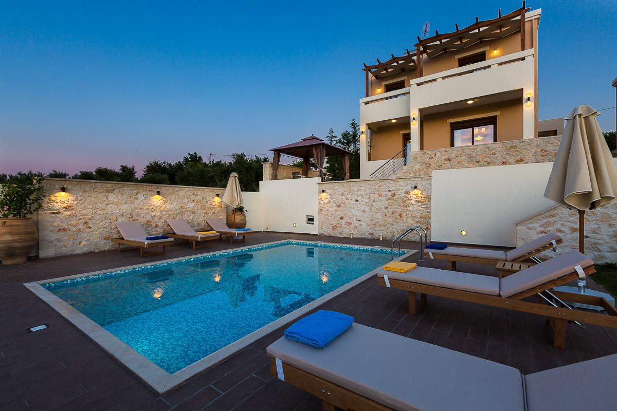 Roupes Villa 4 -