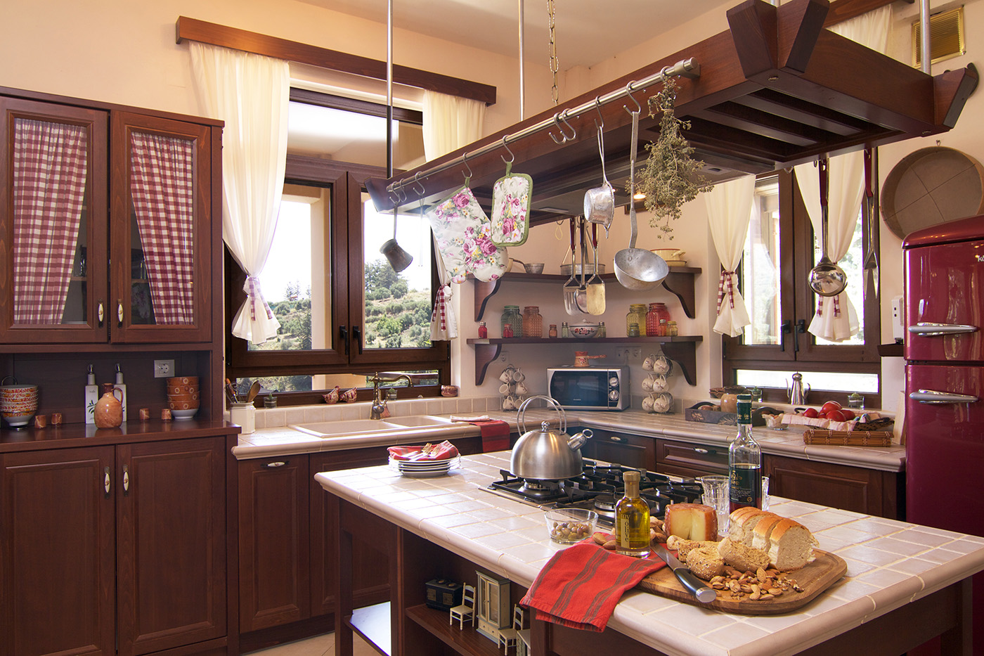 Indoors - Island style fully equipped kitchen