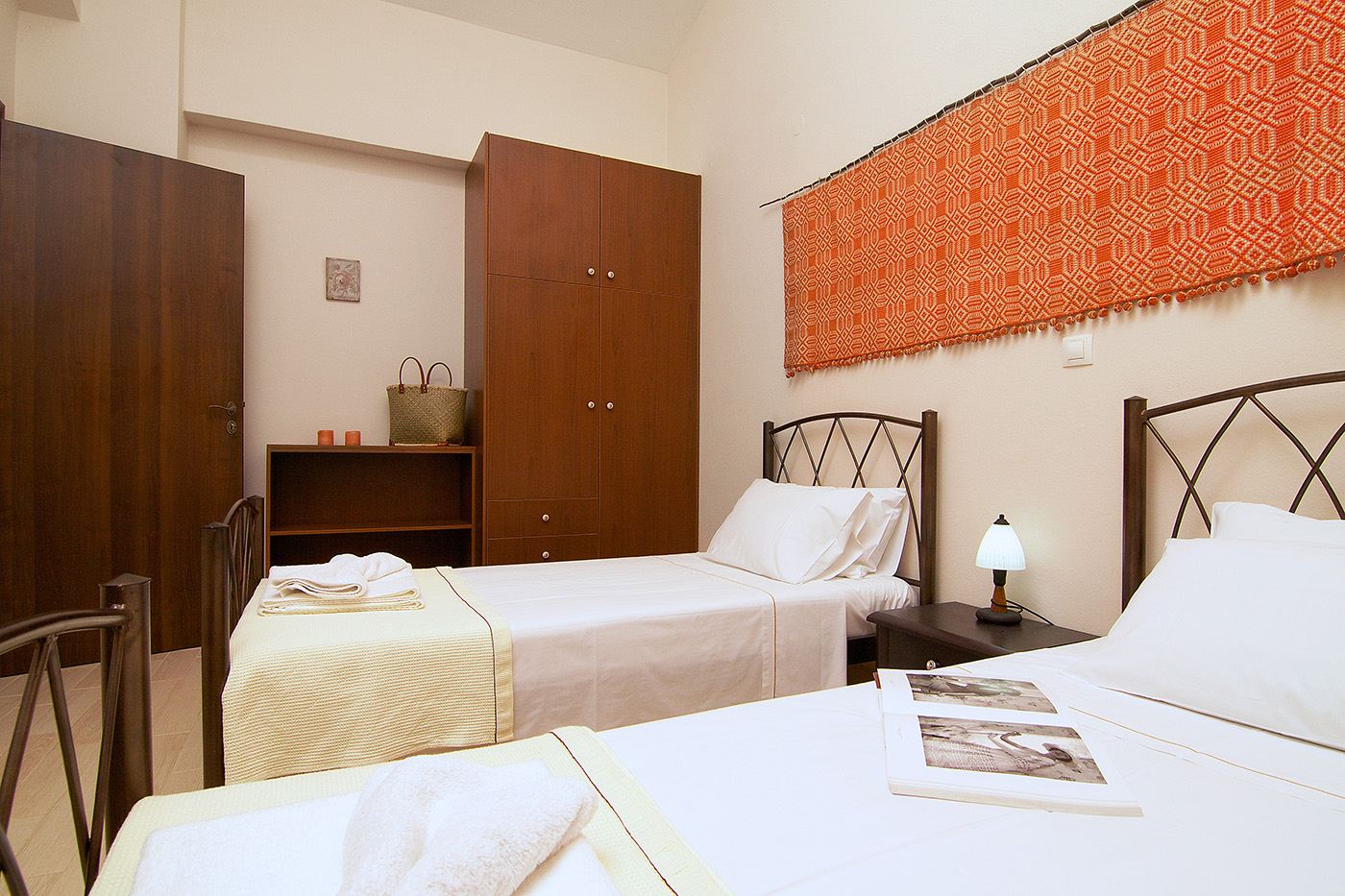 Rooms - Bedroom with 2 single beds