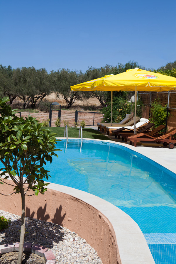 Outdoors - Private swimming pool of 35m² including a part for young children!