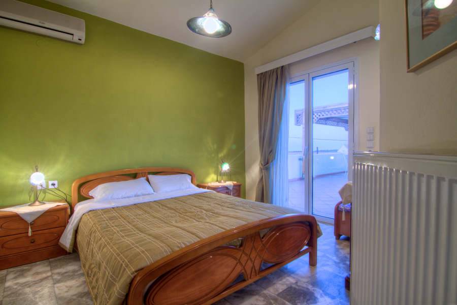 Rooms - First floor double-bedded bedroom with access to the 100m2 veranda
