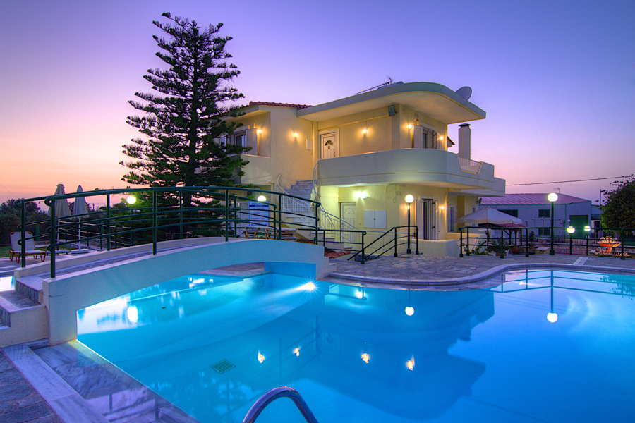 Outdoors - Villa and 95 m² Swimming Pool