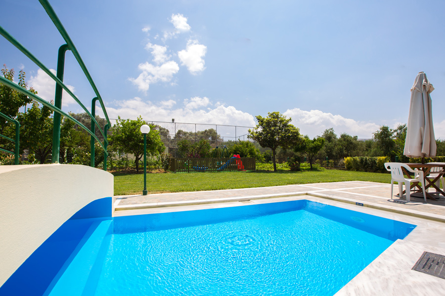 Outdoors - 95 m² swimming pool and lawn garden area