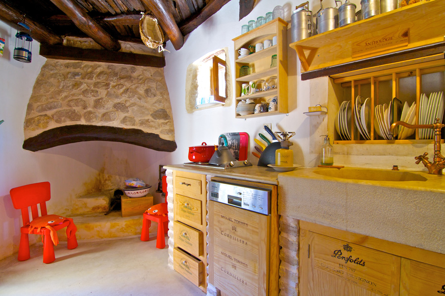 Indoors - Fully equipped antique style kitchen