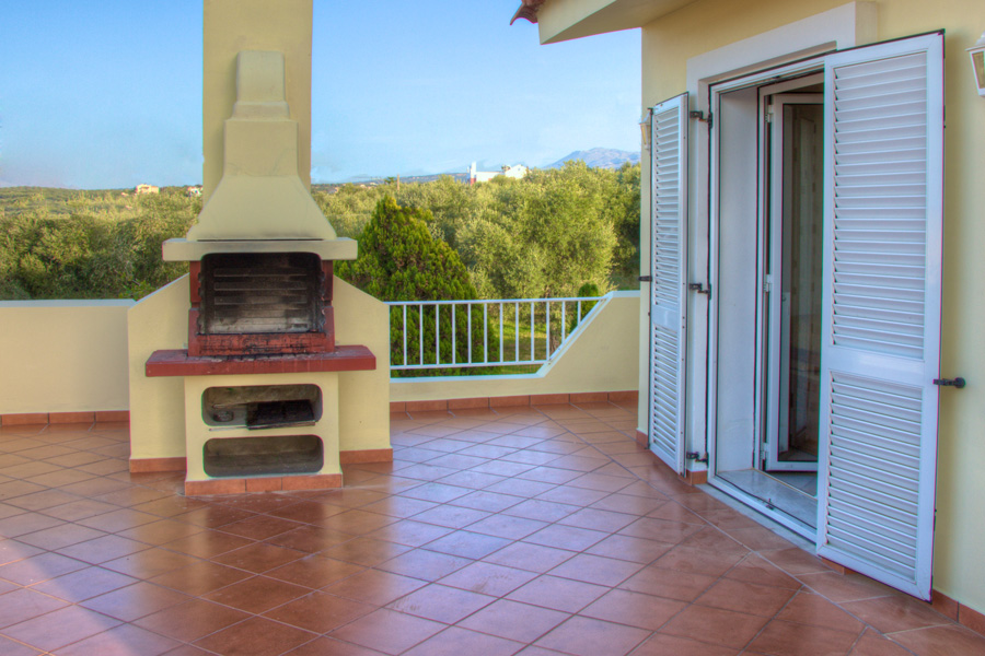 Outdoors - Barbecue on the first floor veranda