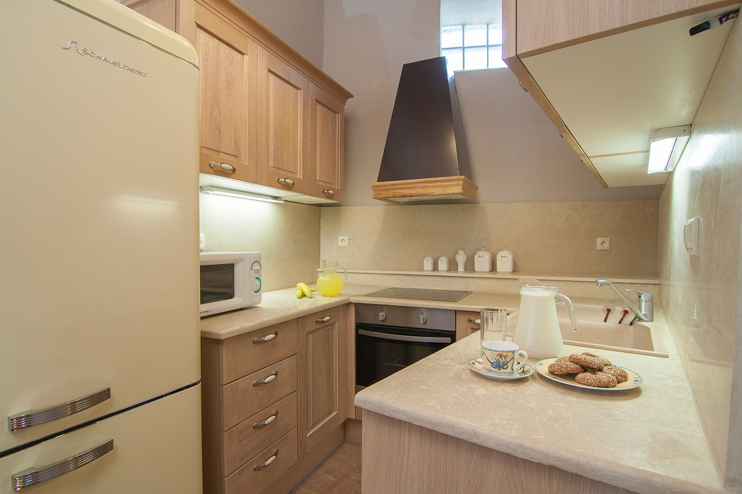 Indoor - Fully equipped kitchen with branded electric devices